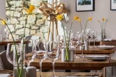 Mount-Haven-Restaurant-lunch-tables-with-daffodils-credit-Mike-Searle